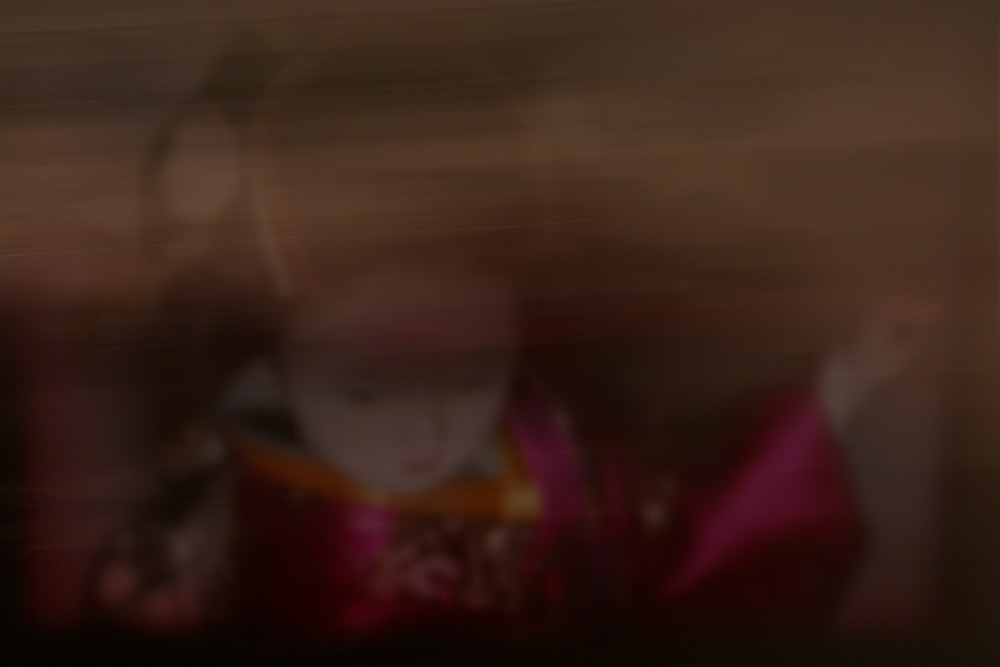Maiko-minarai-smoke-geiko-walk-3-Horno-Virtual-Gallery-galeria-arte-fotografia-artistica-decorativa-art-geisha