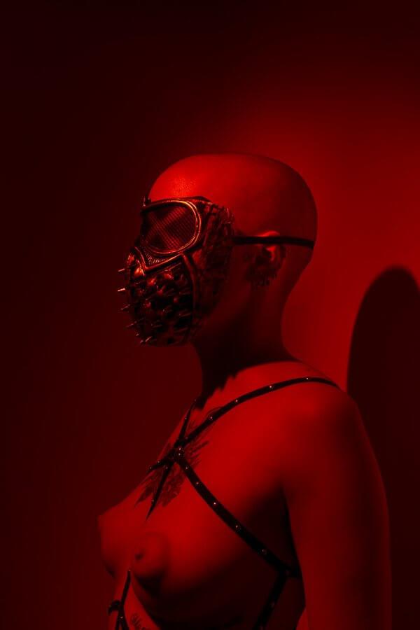 IdL_Red-Light-Kid-Exposicion-colectiva-de-peccatis-et-morte-fotografia-Horno-Art-Virtual-Gallery-galeria-arte-decorativa-decoracion-2021