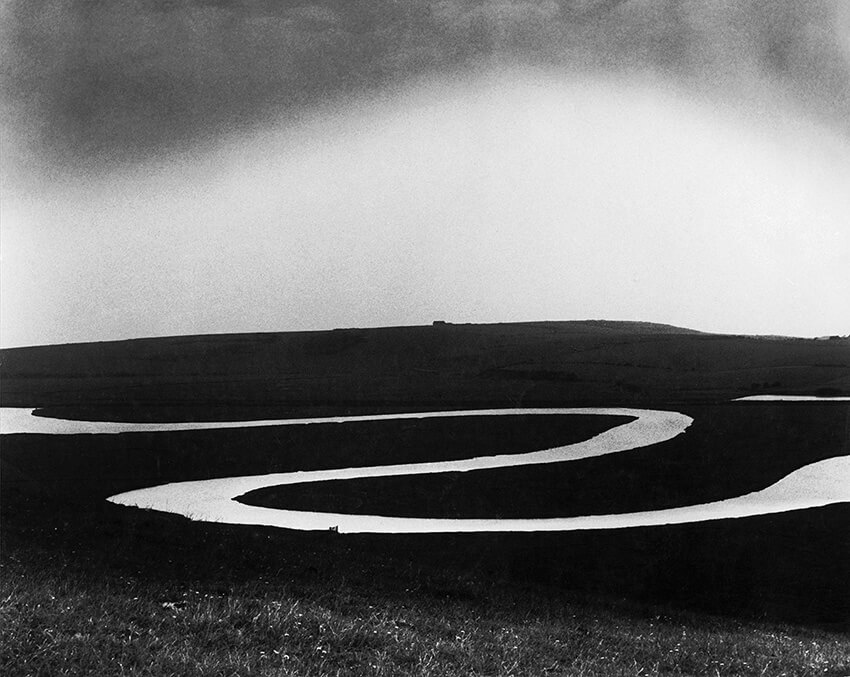 Black and white photograph of Bill Brandt at the Mapfre Foundation Madrid 2021 Horno - Online Art Gallery