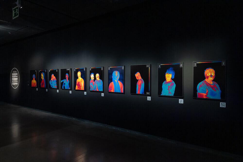 Cuadros-en-colores-fuertes-Fundacion-Telefonica-Exposicion-Color-Conocimiento-de-lo-invisible-2021-Horno-galeria-arte-online