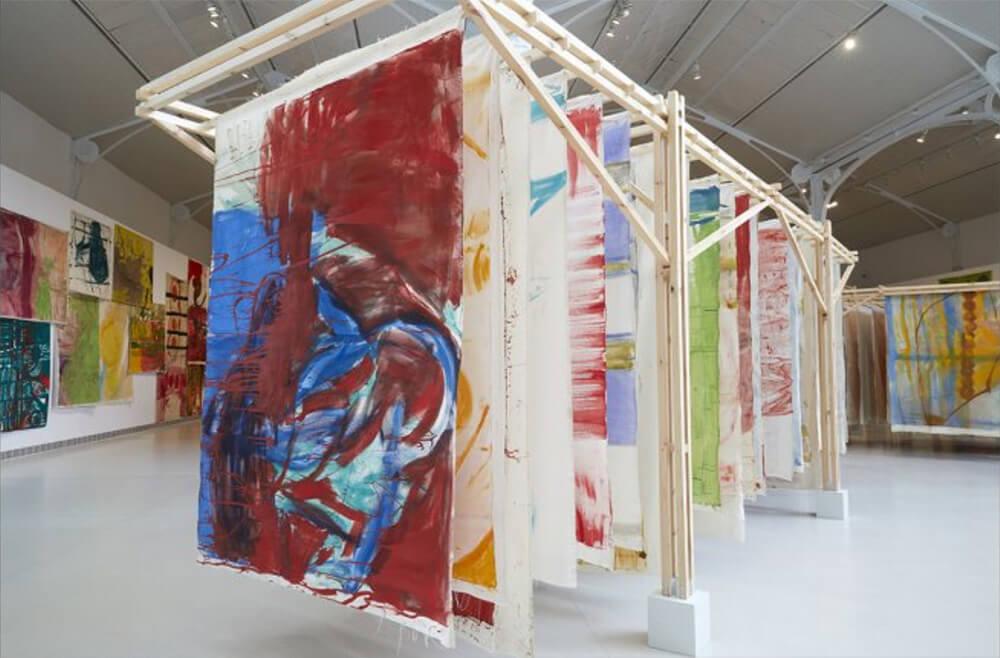 Exposicion-Vivian-Suter-Museo-Reina-Sofia-Fuera-Retiro-Horno-galeria-arte-online-1000x658