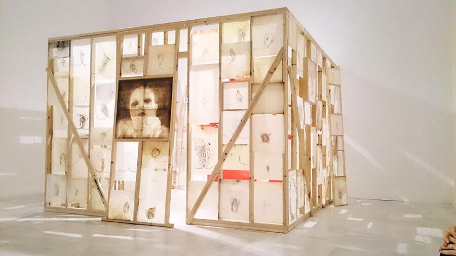 Ida-Applegroog-marginalias-Museo-reina-sofia-Exposicion-Madrid-2021-Horno-Art-Virtual-Gallery-galeria-arte-online-decoracion-interiorismo-instalación-900x506