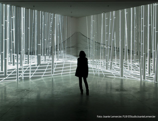 Joanie-Lemercier-Instalacion-Exposicion-Espacio-Fundacion-Telefonica-2021-Horno-galeria-arte-online-maping-video-634x484