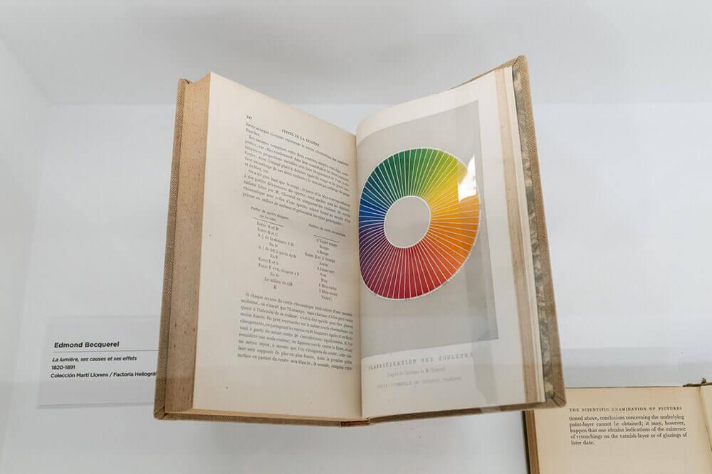 Libro-Fundacion-Telefonica-Exposicion-Color-Conocimiento-de-lo-invisible-2021-Horno-galeria-arte-online