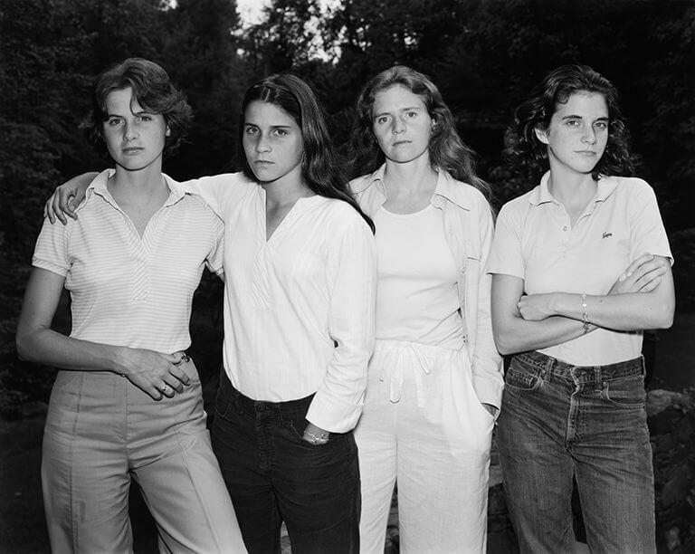 Nicholas-Nixon-exposicion-the-brown-sisters-Fundacion-Mapfre-Barcelona-brown-2021-Horno-galeria-arte-online-768x612