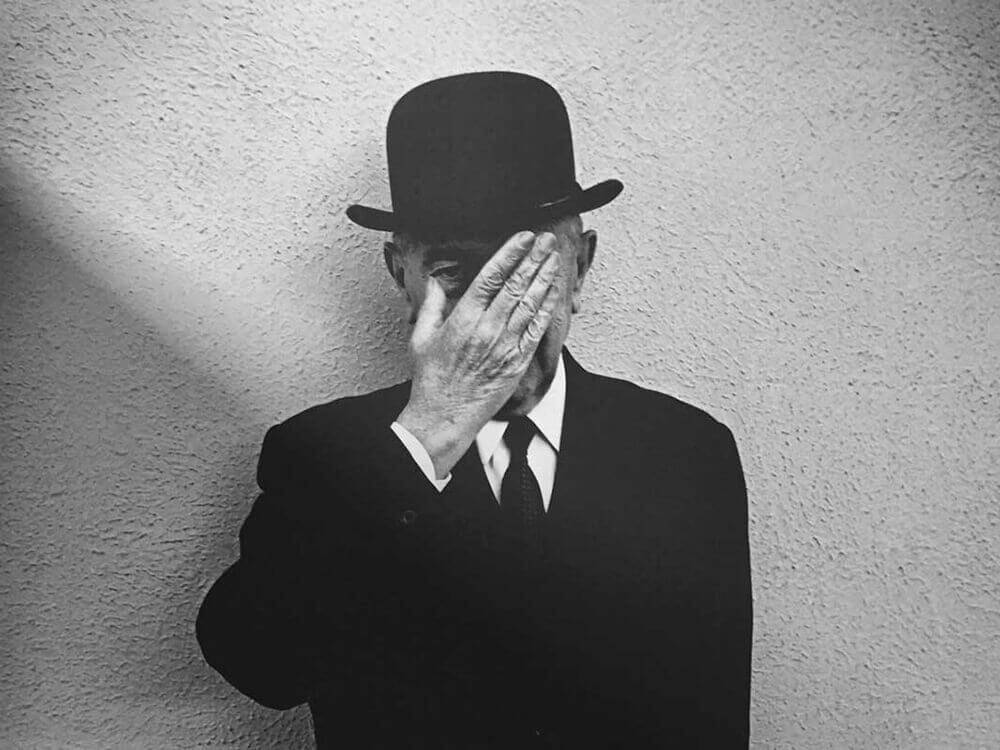 René-Magritte-Exposicion-La-Maquina-Magritte-portrait-Museo-Thyssen-2021-Horno-galeria-arte-online-cover-1000x750